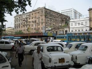 Autos dicht gedrängt, kreuz und quer - nicht nur auf diesem Parkplatz ein alltäglicher Anblick