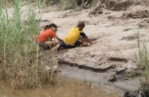 Lang werden die kleinen Laoten nicht mehr im Ufersand des Mekong spielen...
