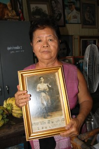 Eine meiner Zeitzeuginnen mit Familienfoto