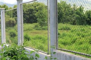 Blick durch den Zaun - früher Reisfeld, bald Golfplatz