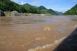 Eine der viele Stromschnellen entlang des Mekong