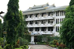 Komfort aus Beton - das New Kyaing Tong Hotel