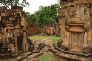 Neben Preah Vihear befindet sich auch Prasat Ta Muean Tom auf der Grenze zwischen Thailand und Kambodscha