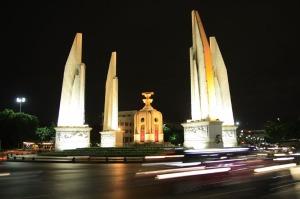 Das Democracy Monument in Bangkok, Thailand sollte sich öfter an seine Existenz erinnern