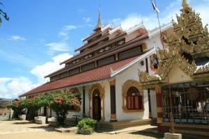 Wat Keng Koom, einer der über 40 Tempel Keng Tungs