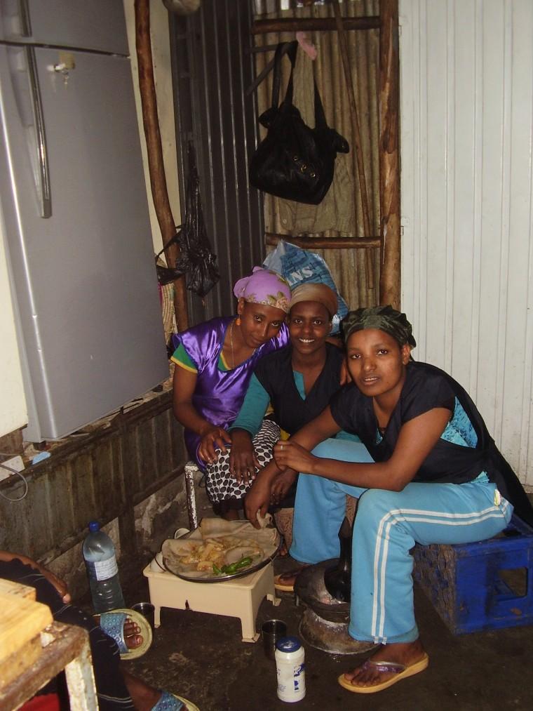 Traditionelles äthiopisches Essen: Injera, ein Fladen aus einer Hirseart (Teff) © Werner Schlick